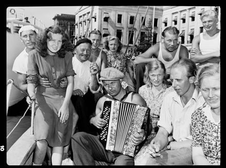 """""""Estonians,"""" Wilmington, NC waterfront [?], circa 1940s"""