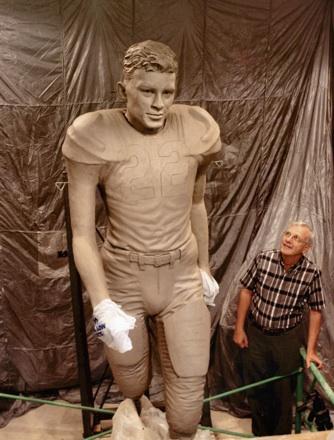 Jack Hilliard with Charlie Justice statue at Johnpaul Harris' studio, 6/1/2004