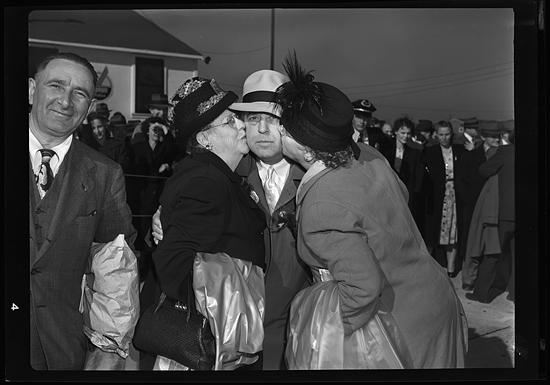 Donorians giving goodbye kisses to mayor pro-tem Wade