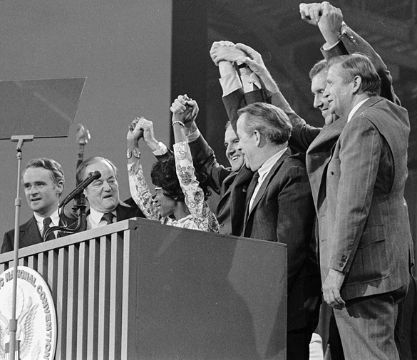 Politicians at podium during the 1972 Democratic National Convention.