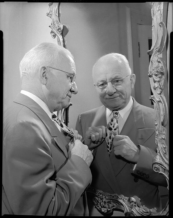 E. L. White wearing Tar Heel necktie