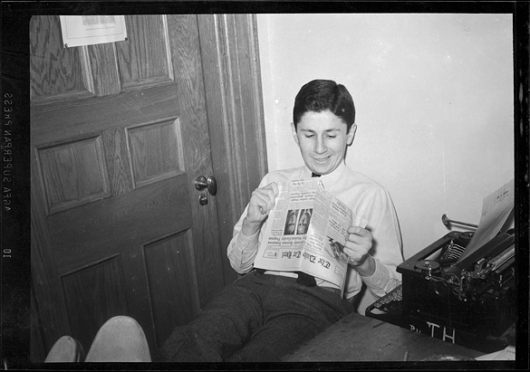 Gene Witten reading The Daily Tar Heel.