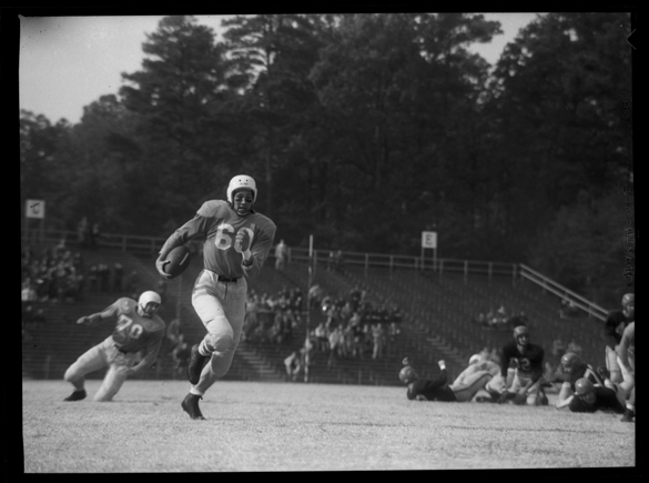Len Bullock running for a 69-yard touchdown run versus the University of Virginia.  This photograph, tightly cropped to focus on the action on the left, appeared in Wilmington's Sunday Star-News, 9 November 1952.