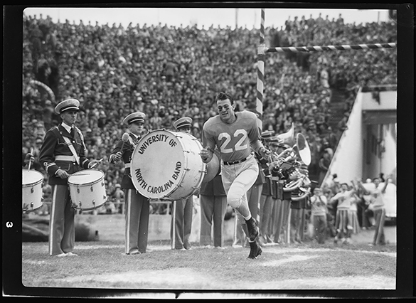 Charlie Justice runs onto the field for the last time for Carolina at the Cotton Bowl on January 2, 1950, Dallas, Texas.