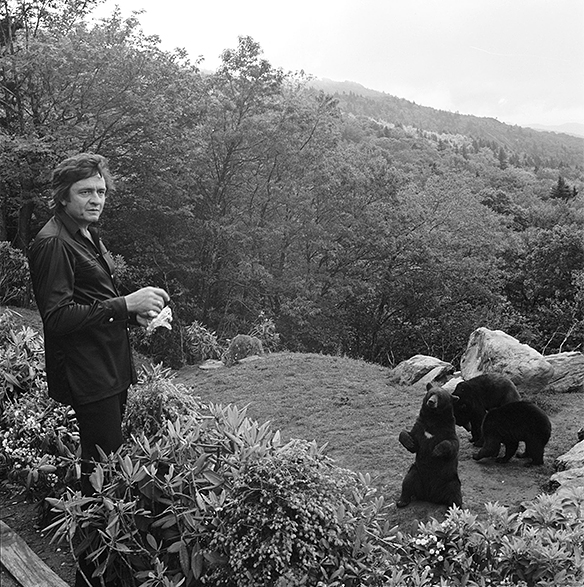 Johnny Cash feeding bears at Grandfather Mountain