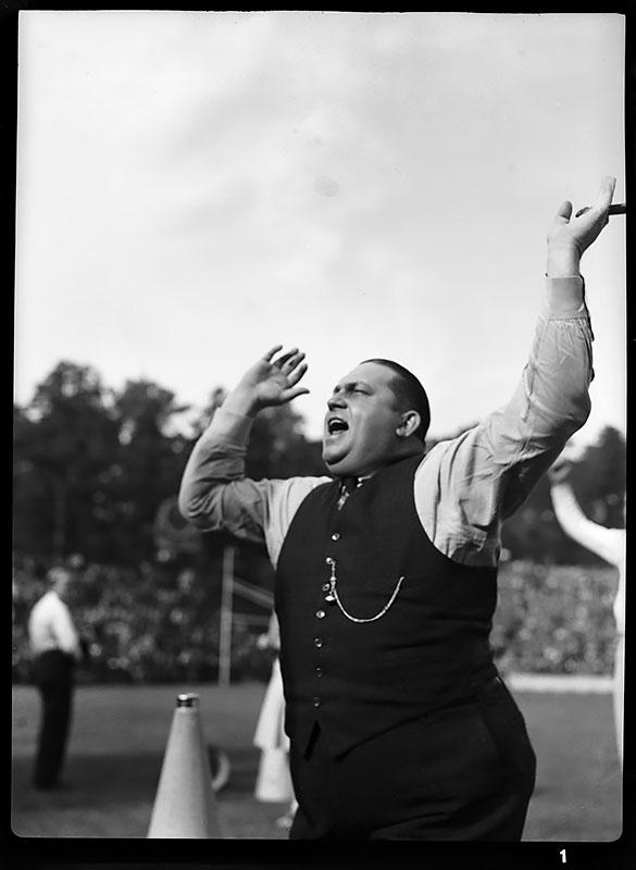 Lath Morriss cheering