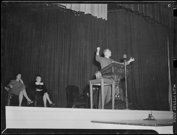 Gerald P. Nye speaking at Memorial Hall