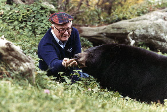 Hugh Morton feeding bear