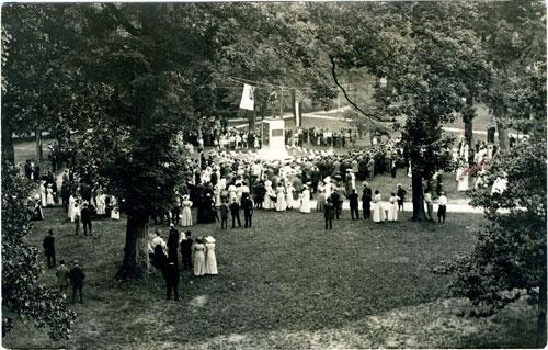 Postcard of dedication of Silent Sam