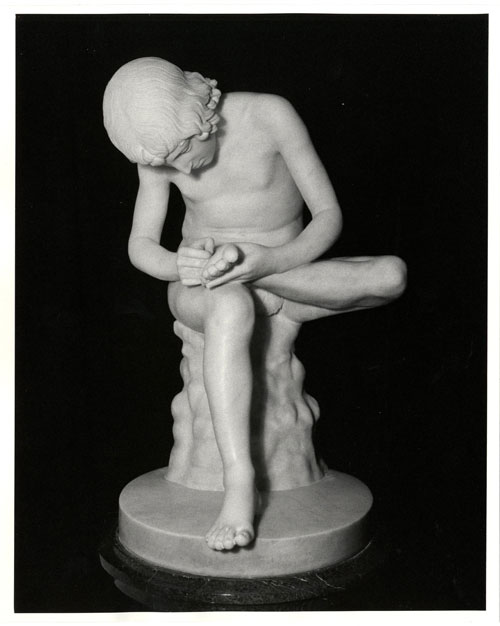 Photo of marble statue of Boy with Thorn in Foot