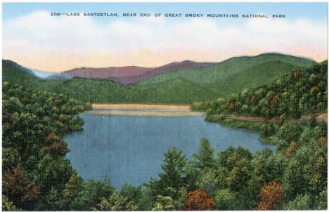 Lake_Santeetlah_Near_End_of_Great_Smoky_Mountains_National_Park
