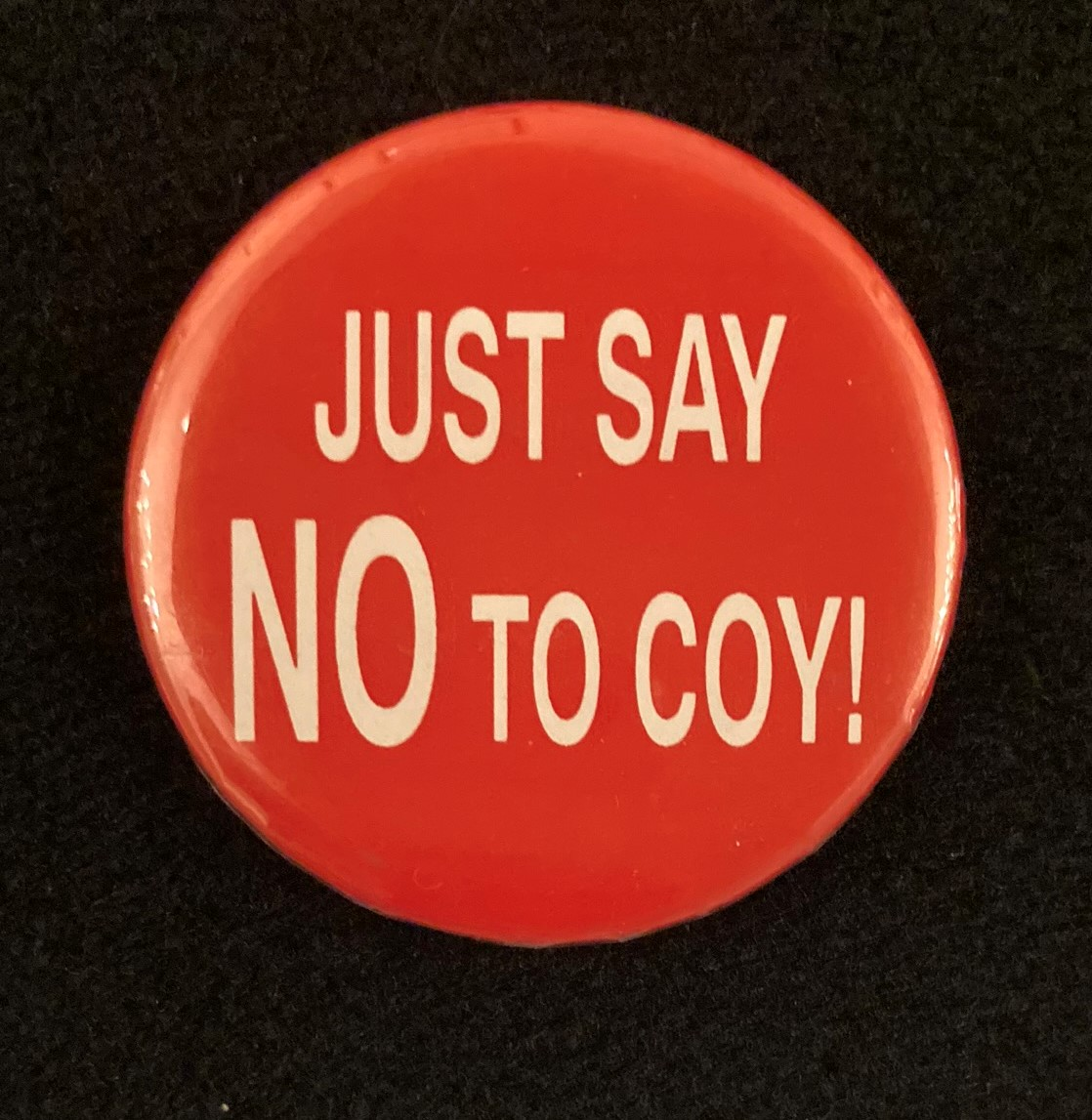 Pinback button with the words Just say no to Coy