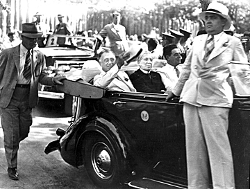 Roosevelt attending The Lost Colony during a visit in 1937.