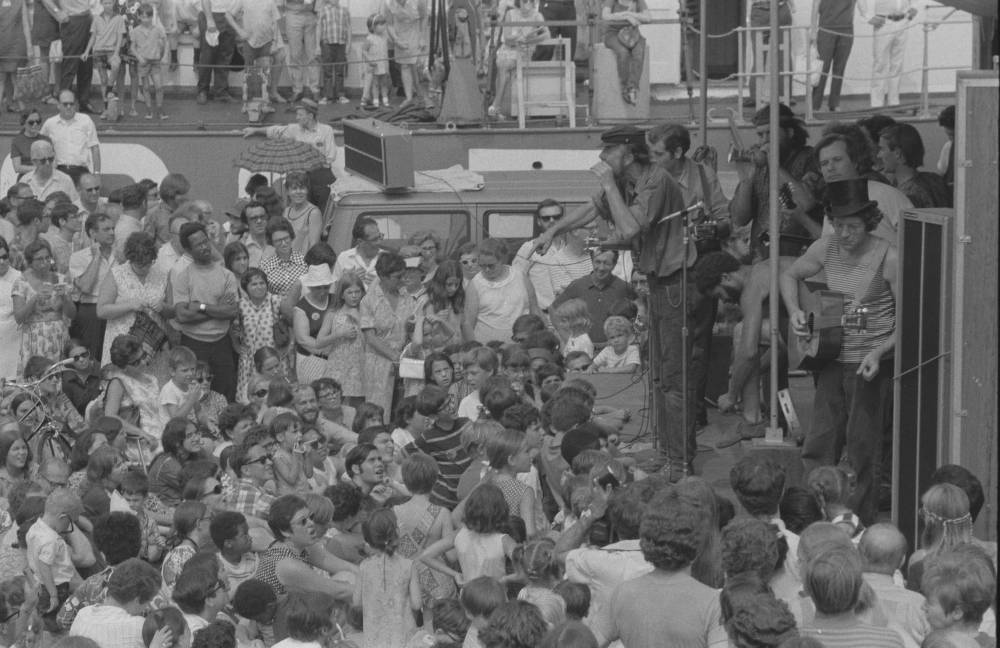 Pete Seeger, Jack Elliott, and crew performing for children on the Clearwater, ca. 1969. Photo-Sound Associates. 20239_pf0201_03_0015. Ron Cohen Collection (20239). Southern Folklife Collection.
