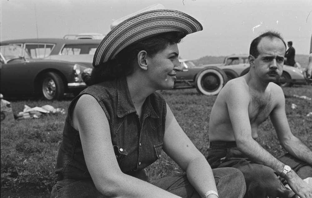 "20239_pf0101_01_0002. Lee Hoffman and John Schuyler ""Jock"" Root at the races. Photo by Aaron Rennert, ca. 1957-1960.  Photo-Sound Associates, Ron Cohen Collection (20239). Southern Folklife Collection, UNC Chapel Hill"