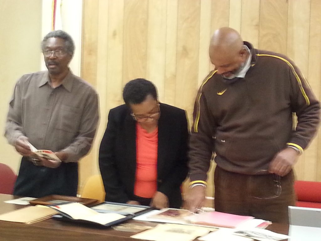 (l-r) Carthell Green, Mayor Alberta McCrory, and Barnard Snow, looking at artifacts in Hobson City