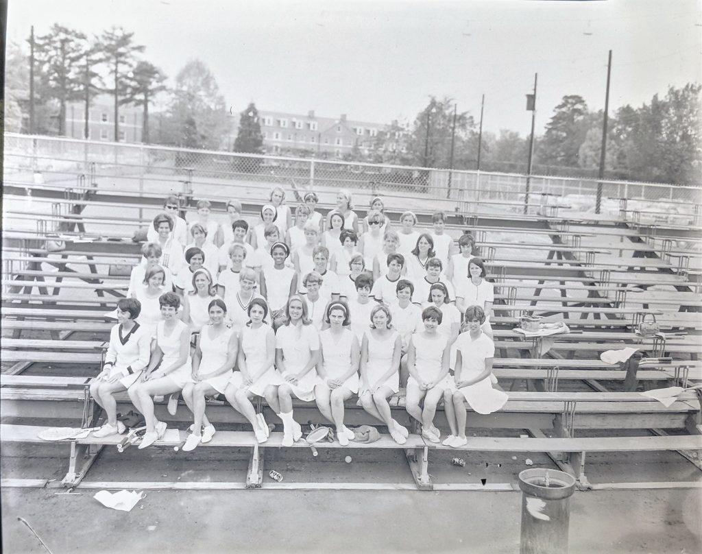 group photo of women's tennis